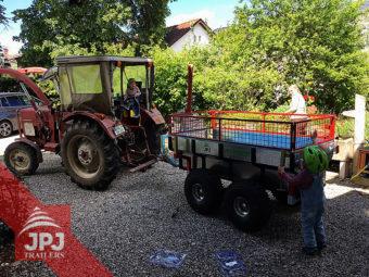 Kleinschlepper mit dem ATV Trailer Profi Arbeiter